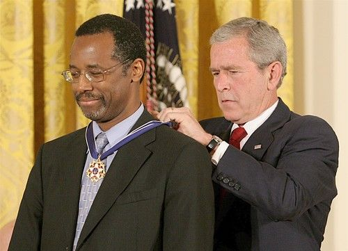 Ben Carson and George Bush in 2008 Medal of Freedom